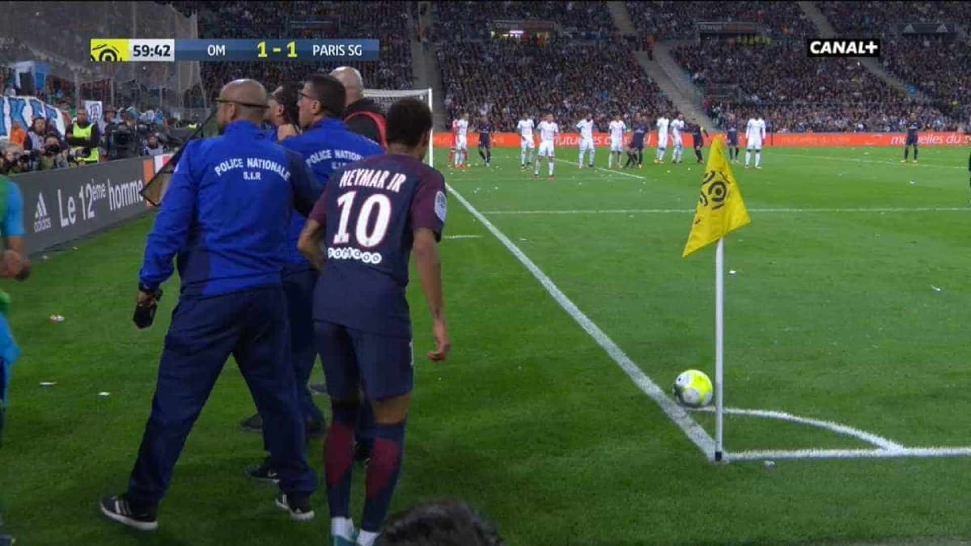 Neymar se desentende com técnico do PSG, diz jornal