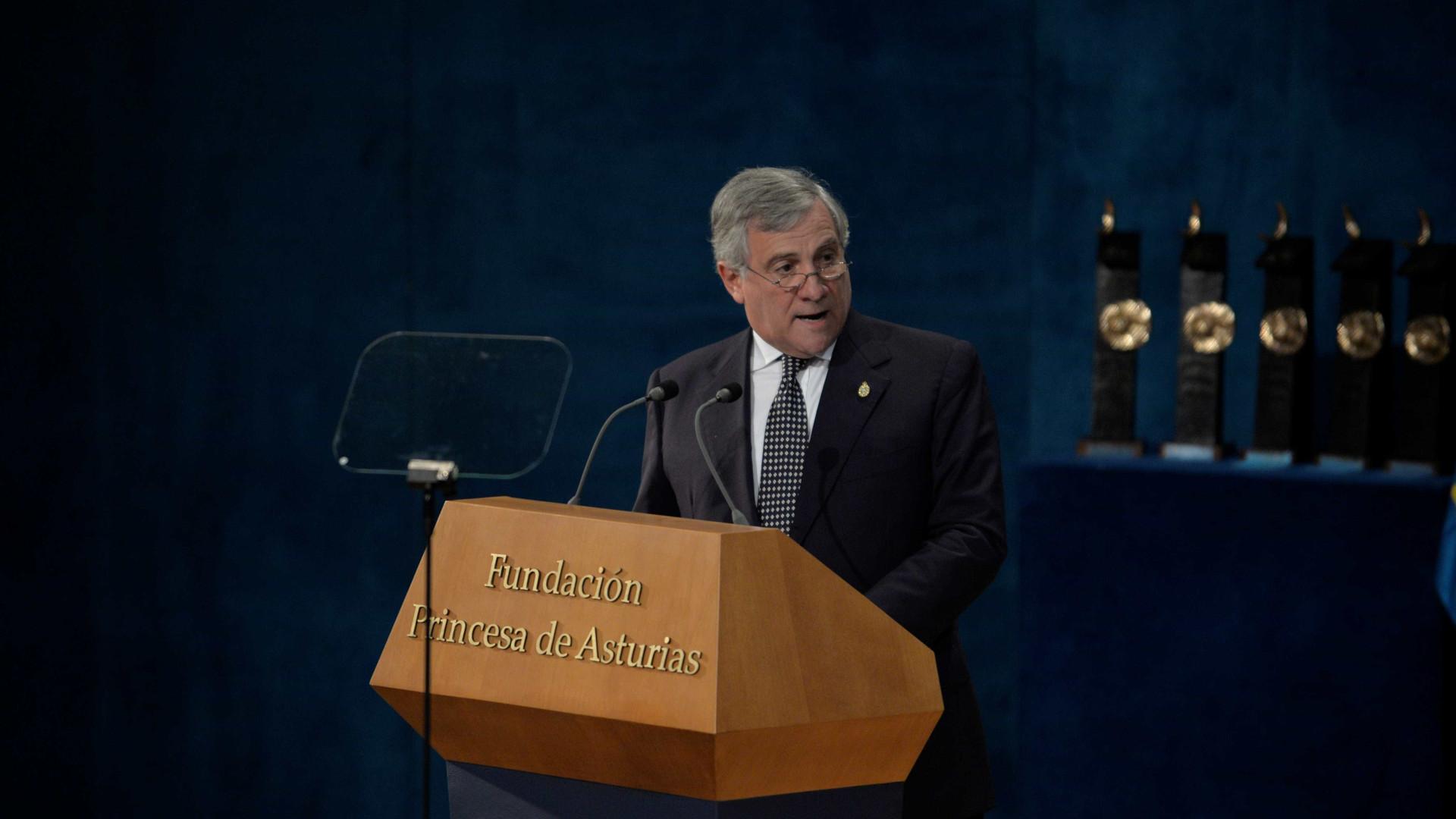 Tajani coloca-se ao lado de Costa na defesa de novos impostos europeus