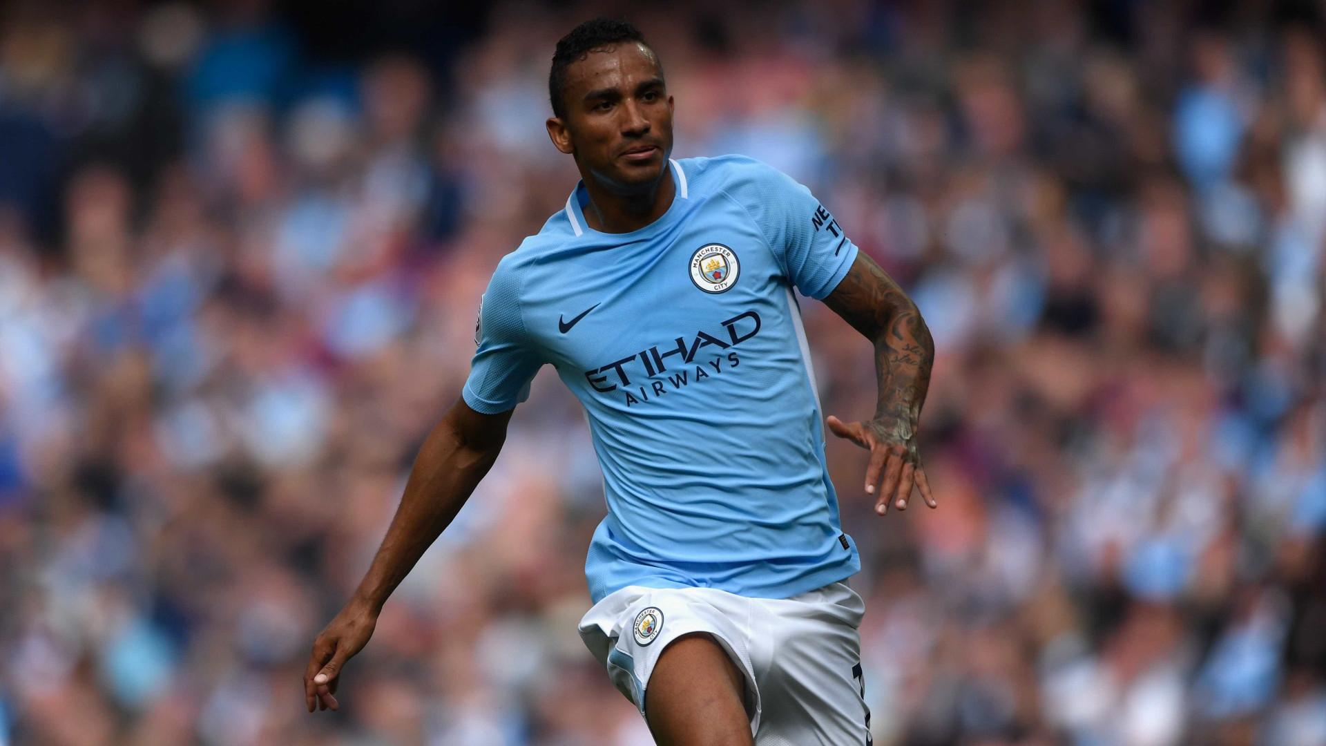 Danilo equaciona saída do Manchester City em janeiro