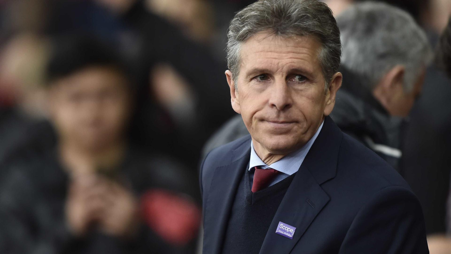 """Treinador do Leicester critica """"abordagens"""" por Mahrez e pede respeito"""