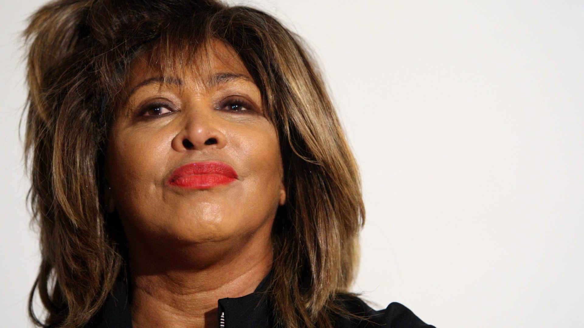 """""""Fomos a um bordel no dia do nosso casamento"""", recorda Tina Turner"""