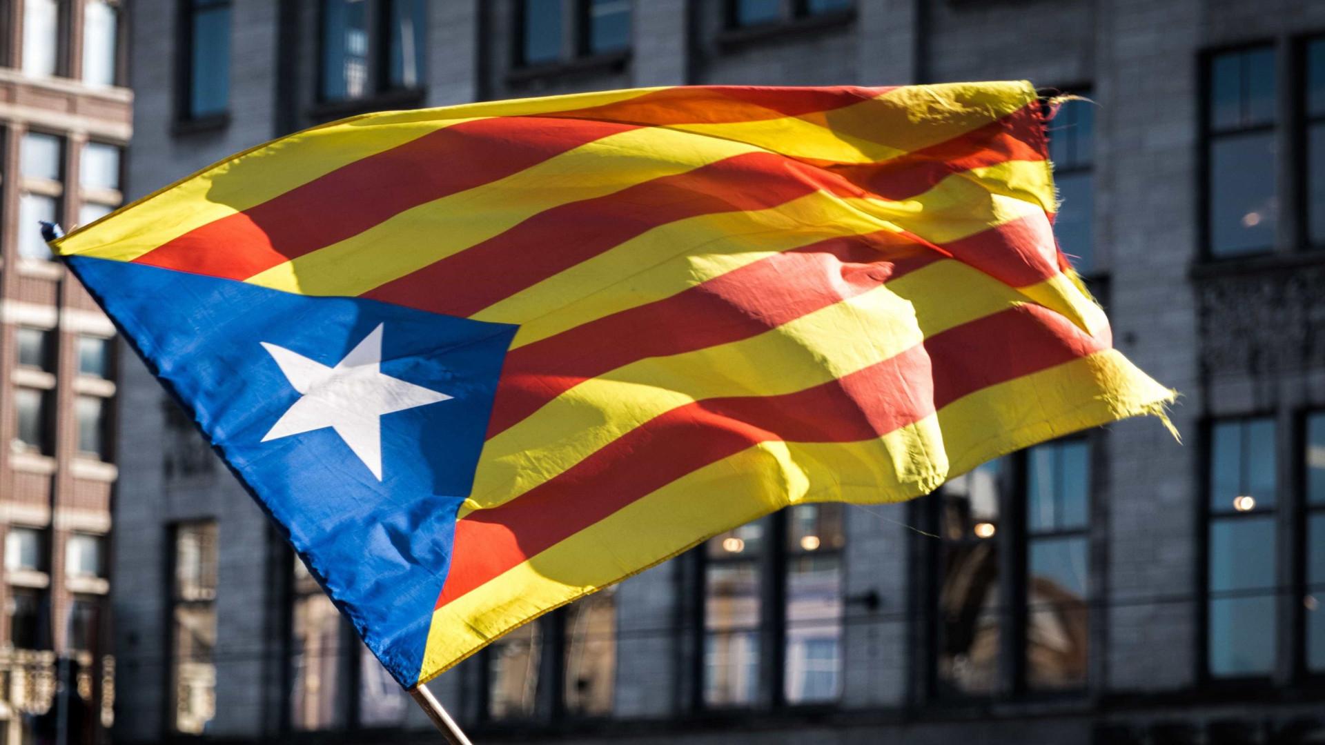 Autoridades catalãs aprovam resolução para declarar independência