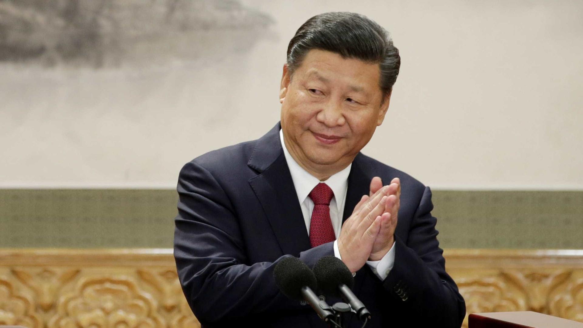 Obrigados a substituir imagens de Cristo por fotos do presidente chinês