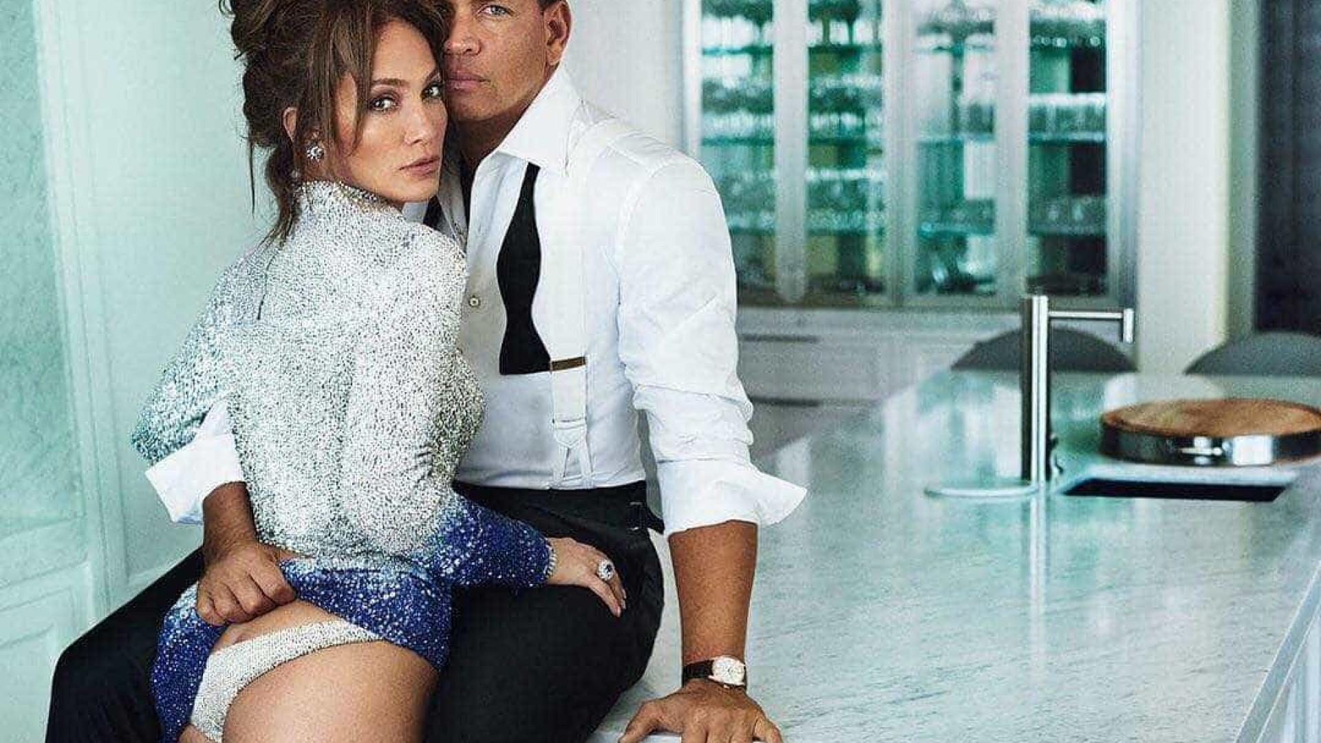 """Fãs de J.Lo suspeitam de """"manipulação"""" de foto que reduz rabo da cantora"""