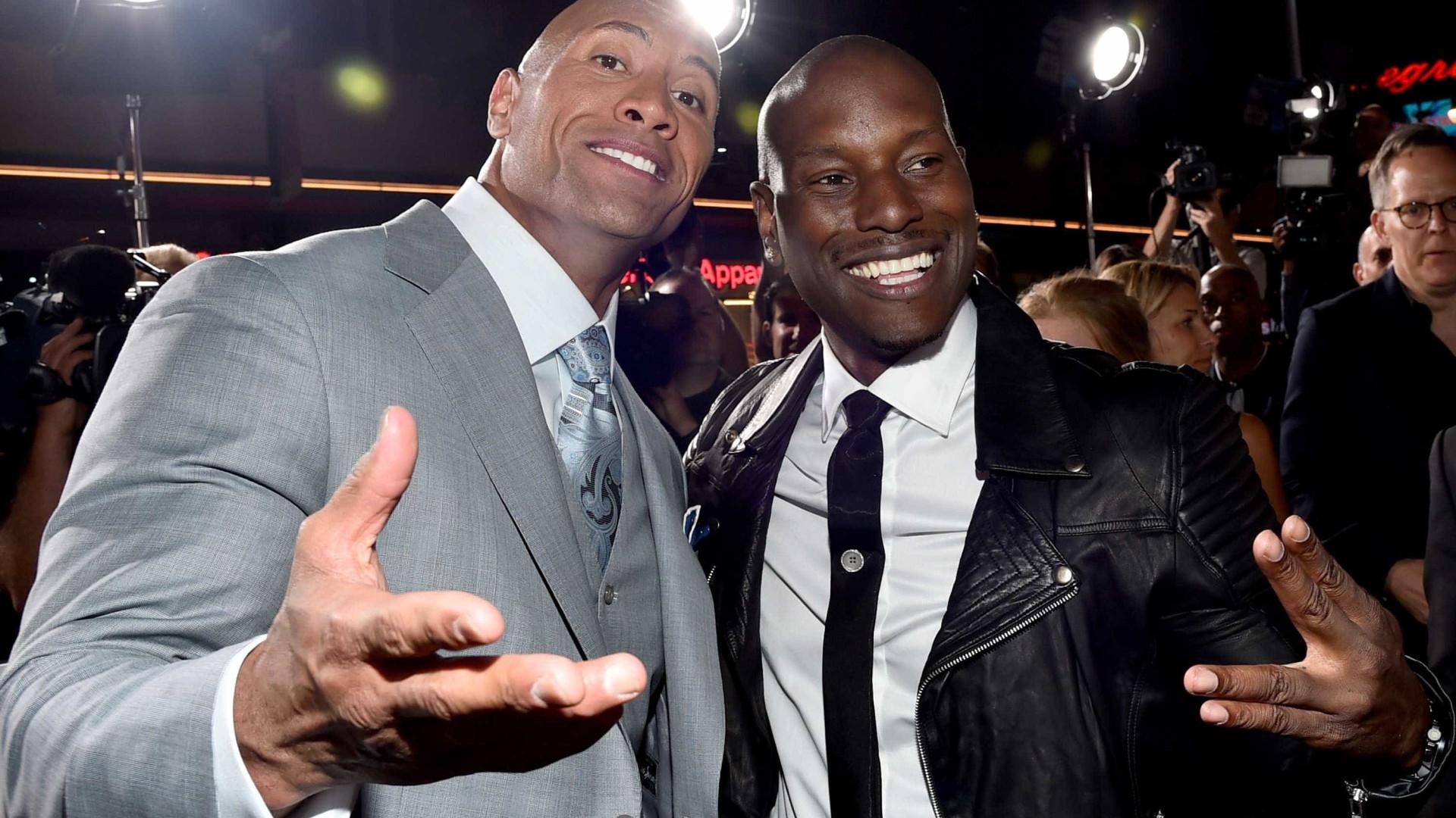 """De costas voltadas, 'The Rock' revela-se """"desiludido"""" com Tyrese Gibson"""