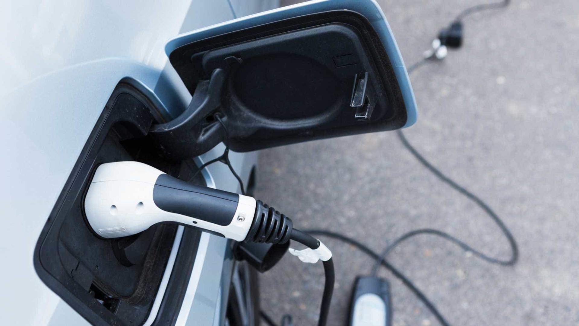 Ford firma parceria para instalar 400 estações de recarga para carros elétricos