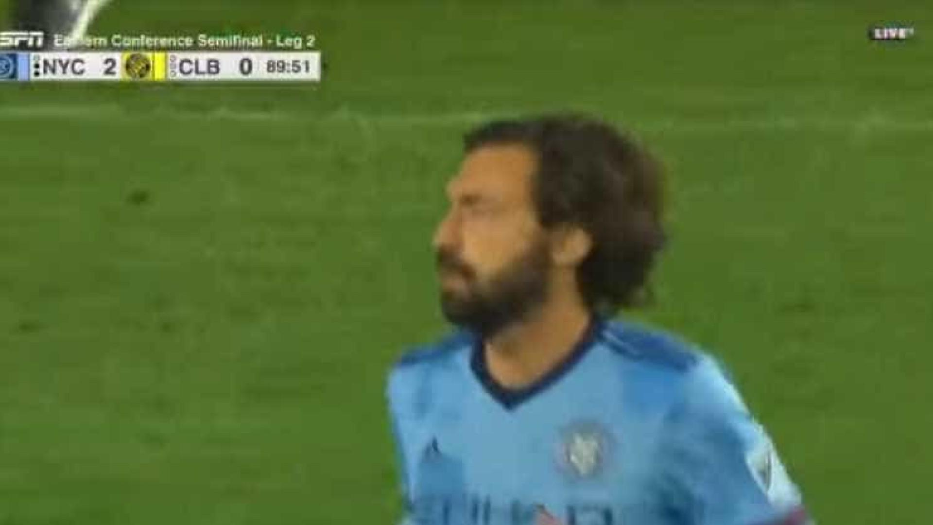 Italiano Pirlo se despede do futebol após 22 anos de carreira