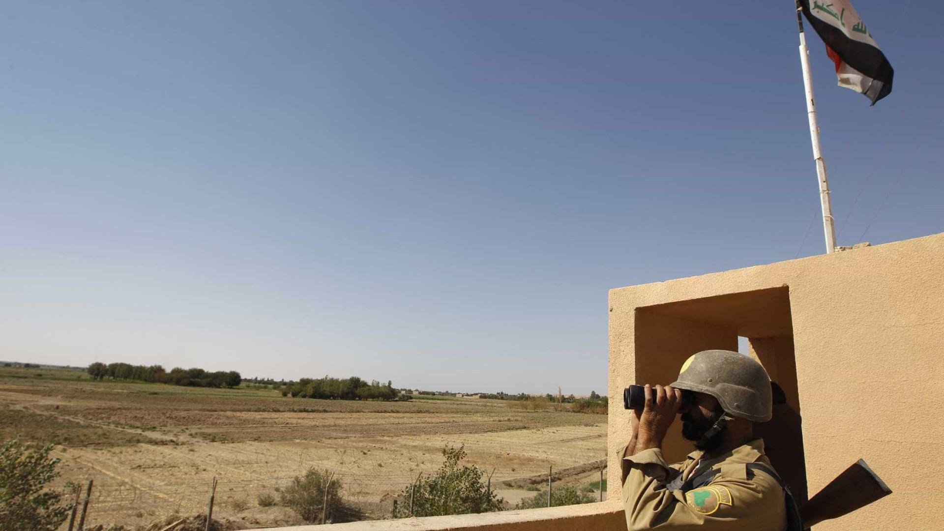 Forças sírias cercam última cidade controlada pelo grupo Estado Islâmico