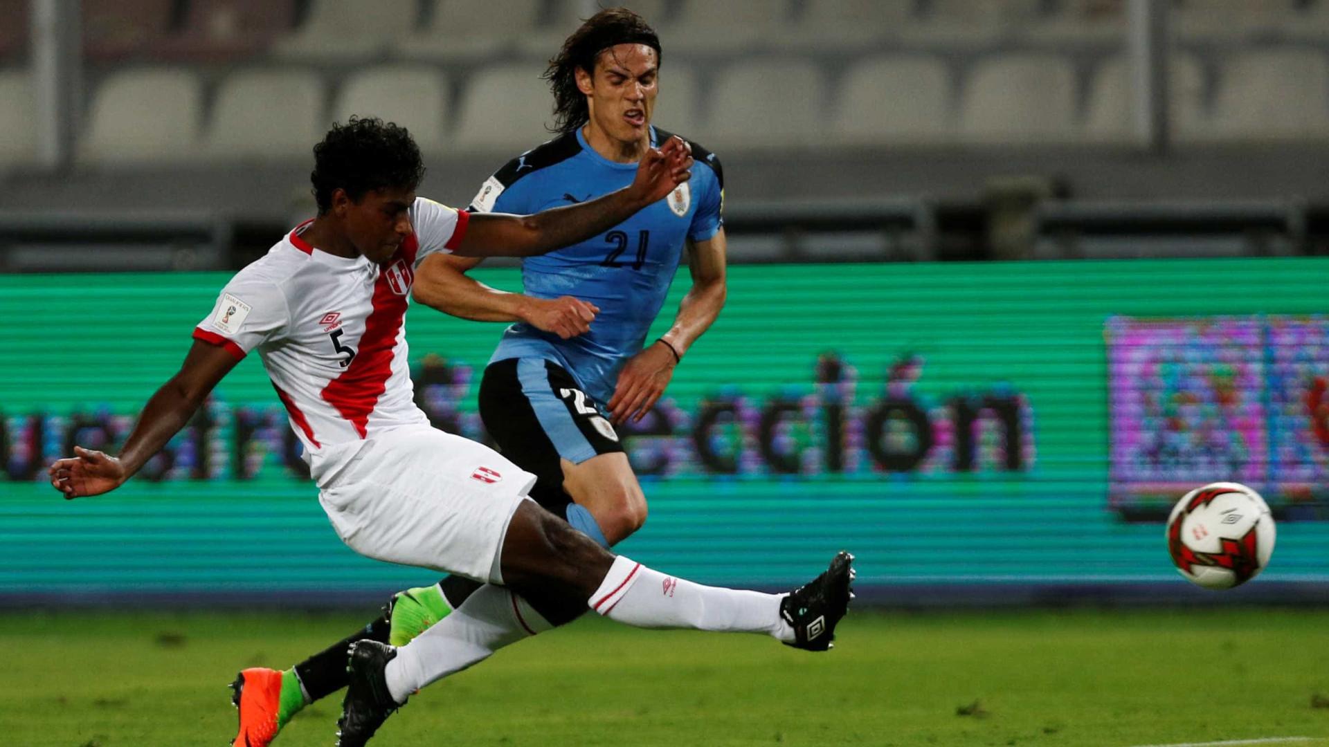 FC Porto ultrapassa Benfica na corrida por central peruano