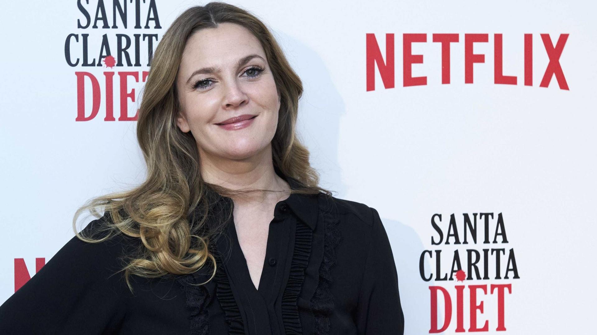 """Fã questiona Drew Barrymore sobre gravidez e ela responde: """"Estou gorda"""""""