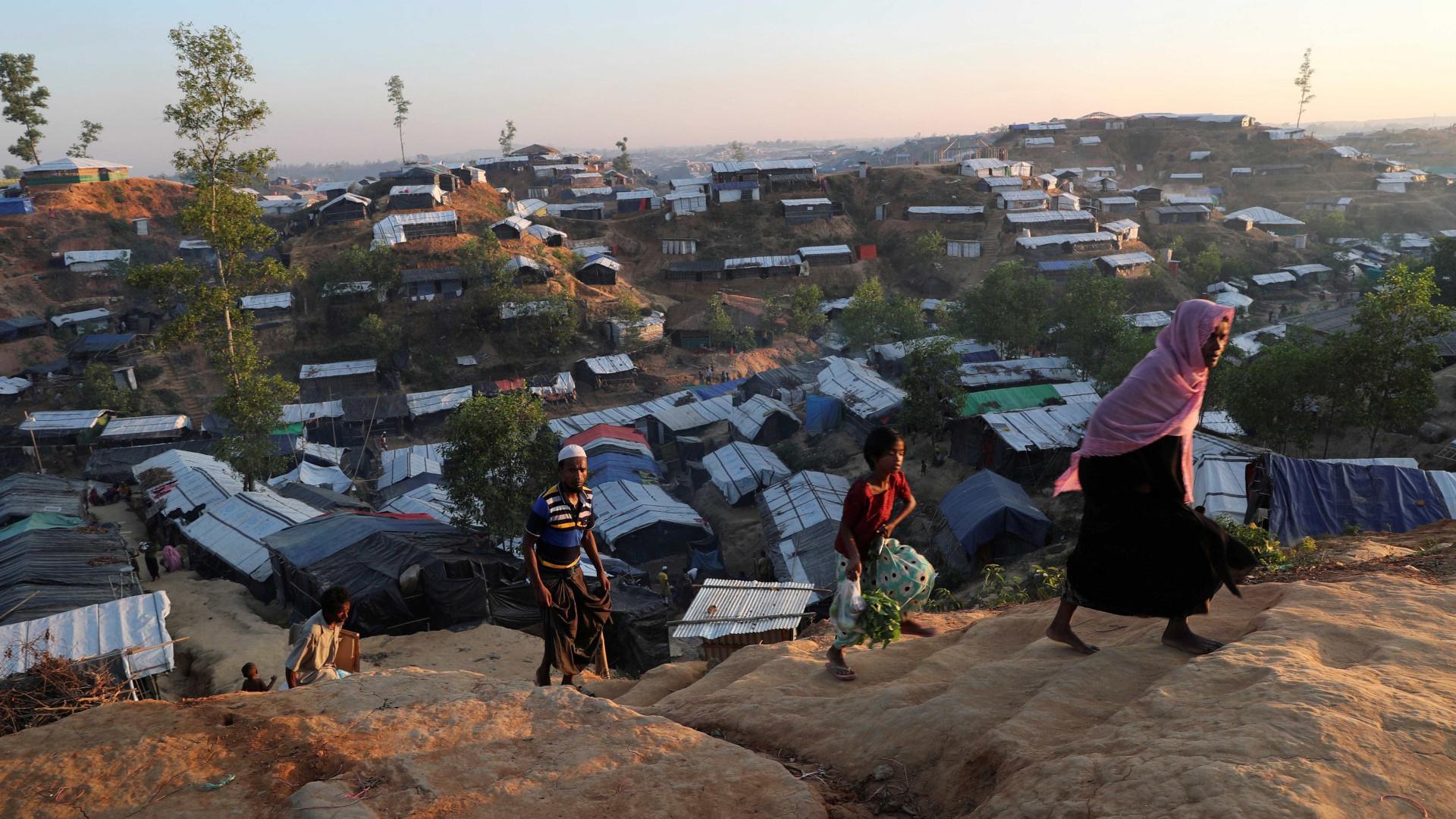 Dois mil rohingyas aguardam em acampamento para entrar no Bangladesh