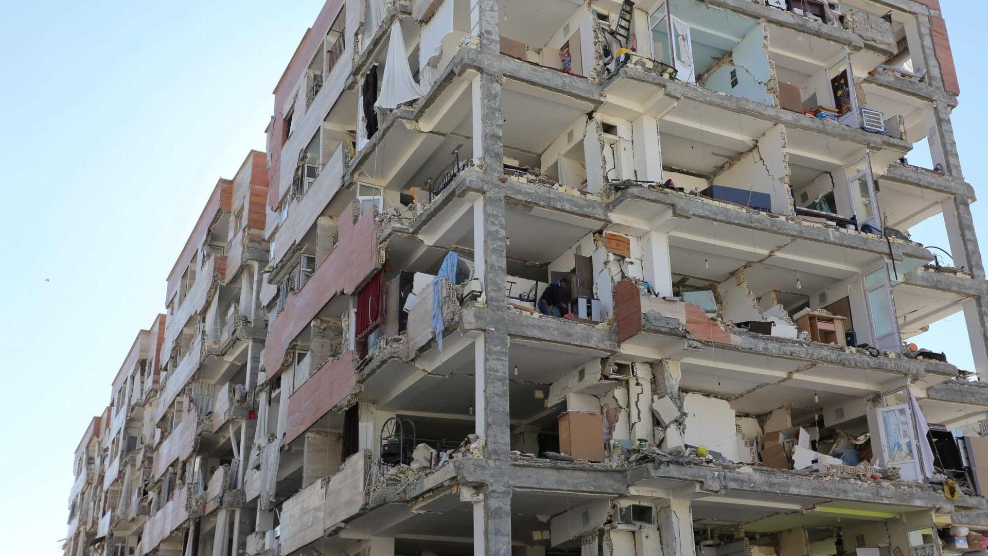 Balanço de mortos do sismo no Irão sobe para 445