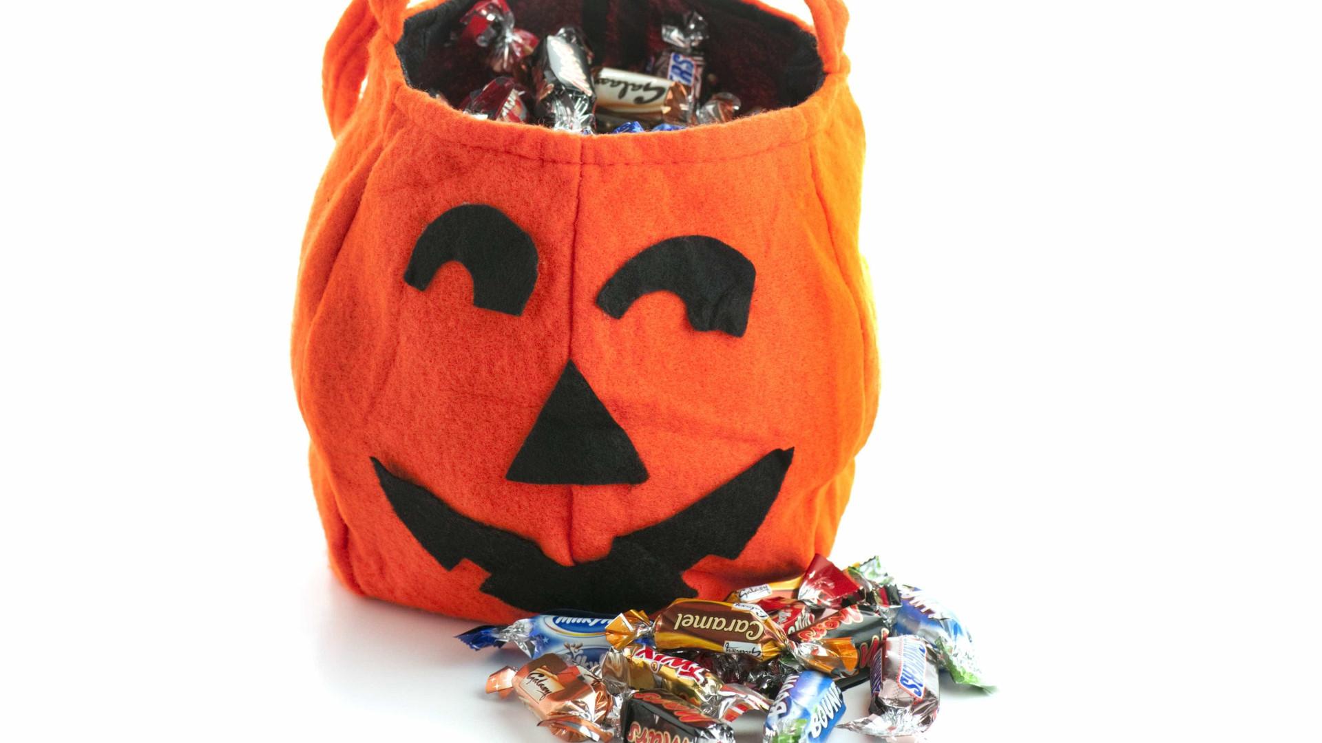 Perdeu anel de noivado num saco de doces no Halloween