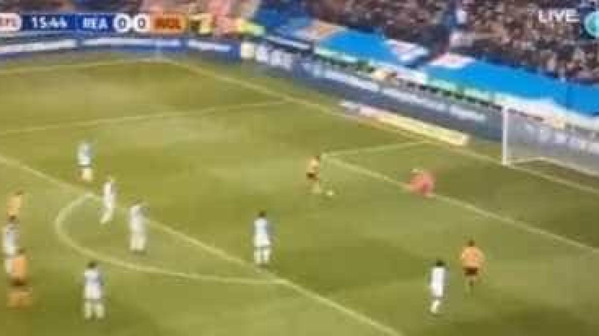 Dupla lusa protagonizou golo que levou os adeptos do Wolves ao 'delírio'