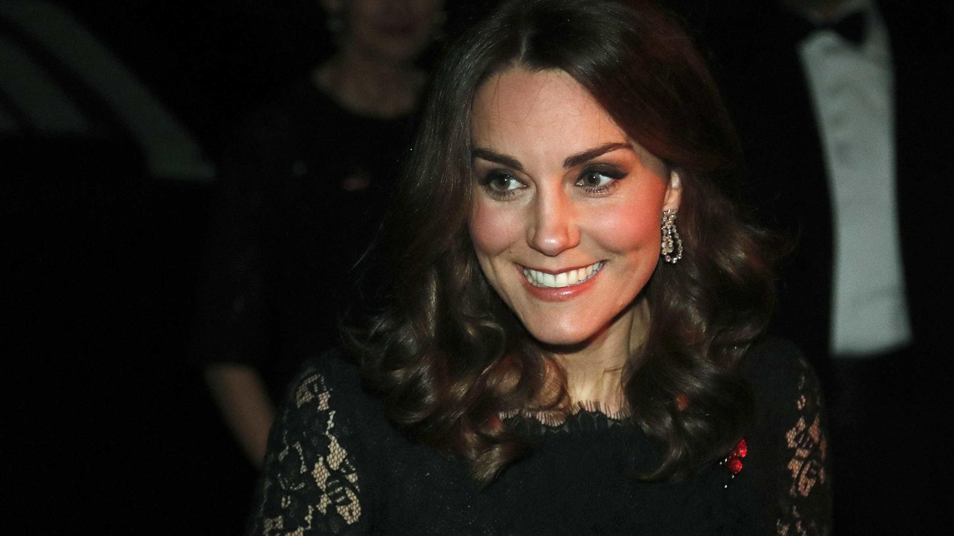 Kate Middleton usa joia de Isabel II