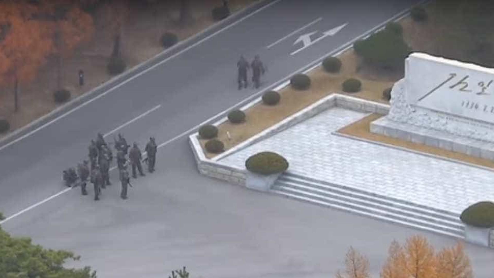 A deserção de um soldado norte-coreano enquanto é baleado pelos colegas