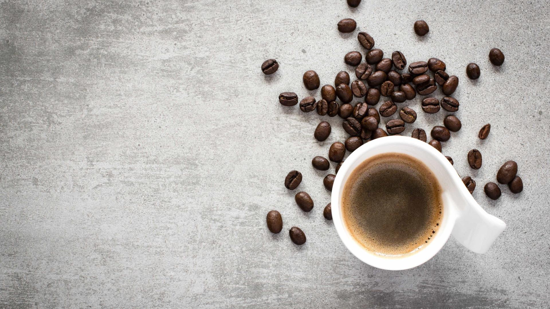 Beber três cafés por dia está ligado a menos problemas de saúde