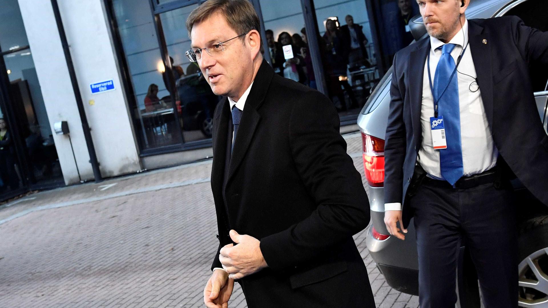 Primeiro-ministro esloveno demite-se acusado de interferir em referendo