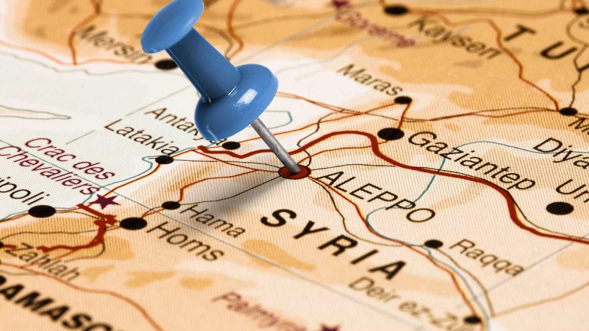 Televisão síria diz que defesas aéreas do país abateram mísseis