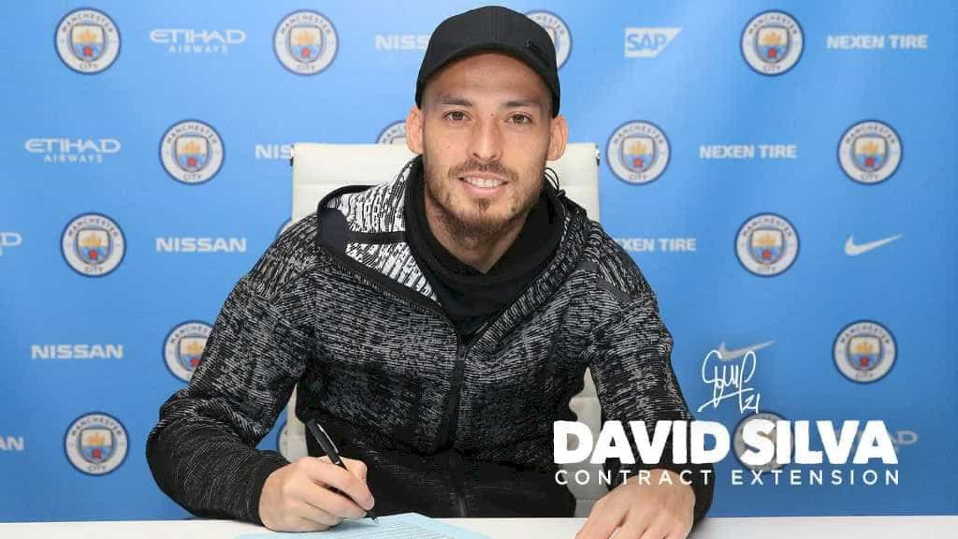 Manchester City anuncia renovação de contrato de David Silva