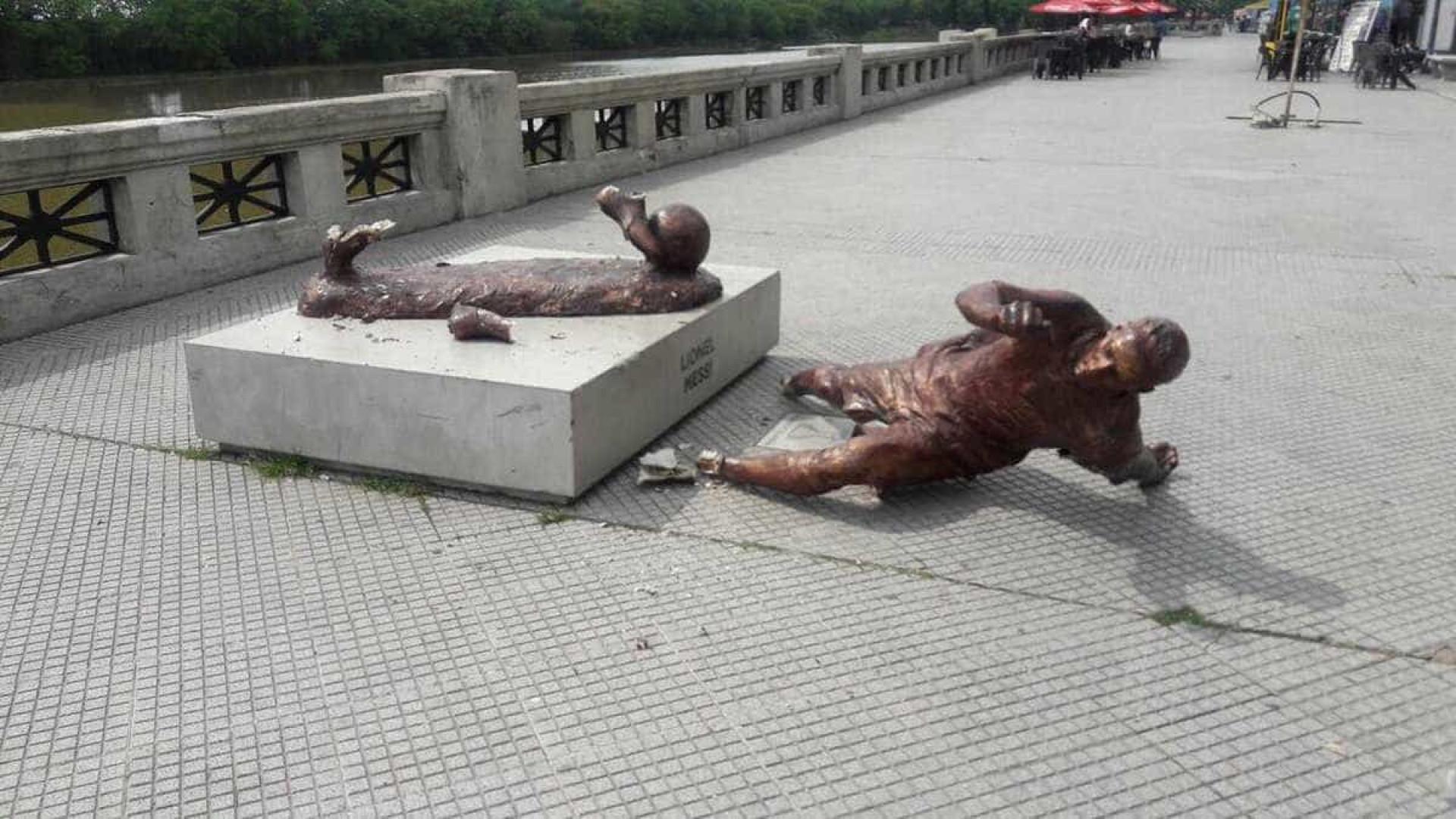 Estátua de Messi em Buenos Aires sofre ataque de vândalos