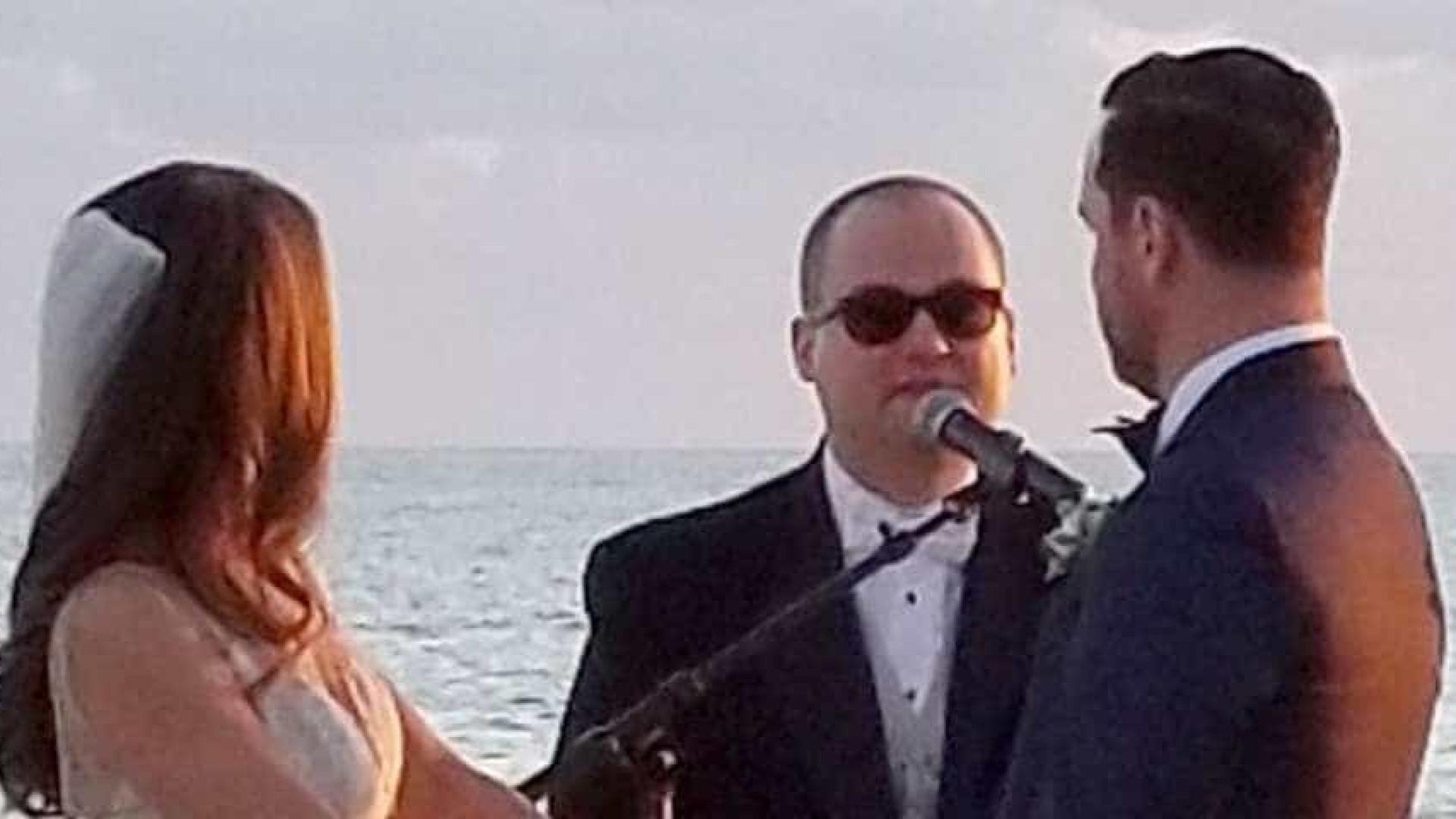 Noiva convida irmão autista para cantar no dia do casamento