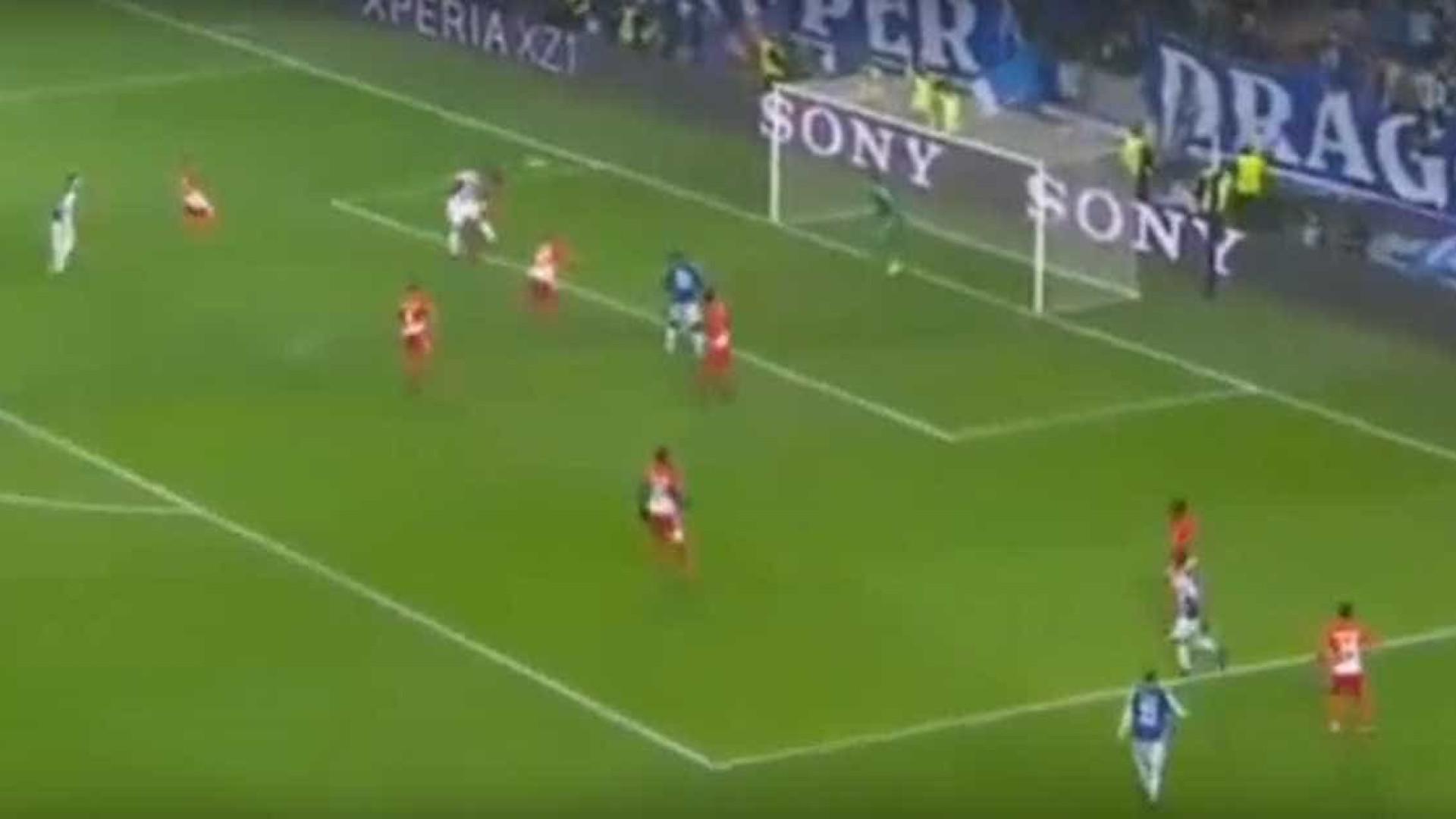 Cabeçada triunfal de Soares para o quinto golo dos dragões