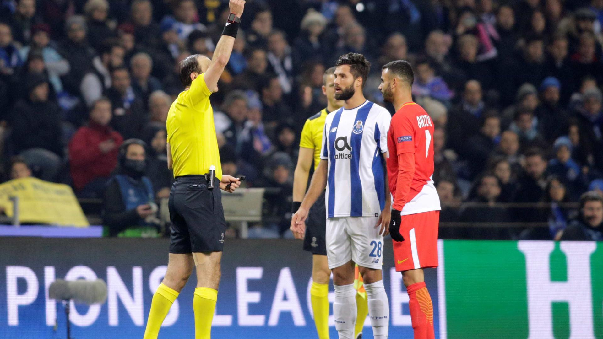 """Felipe pede """"desculpa"""" pela expulsão diante do Monaco"""