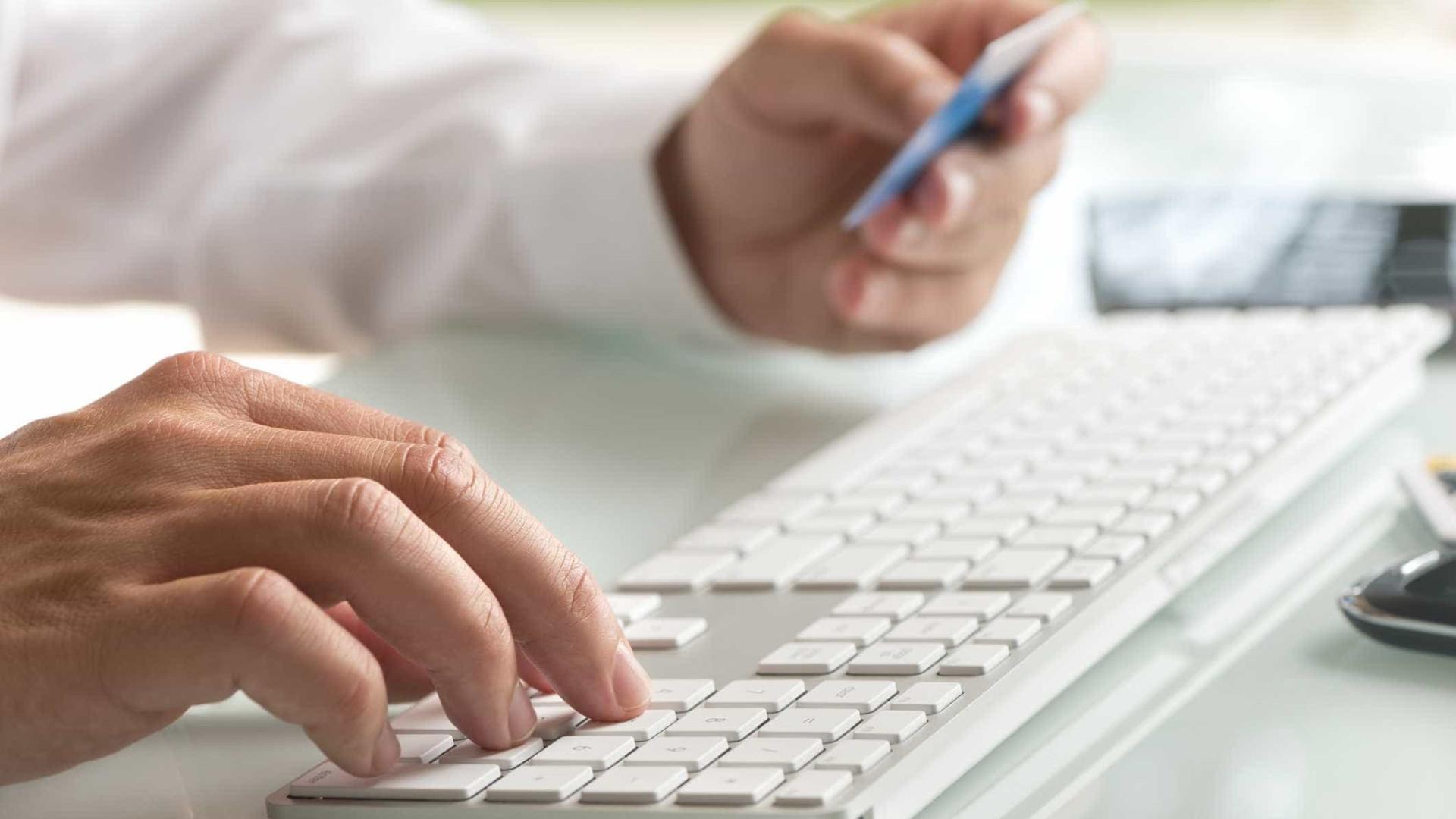 Mais de metade dos portugueses acha que o 'online' os leva a comprar mais