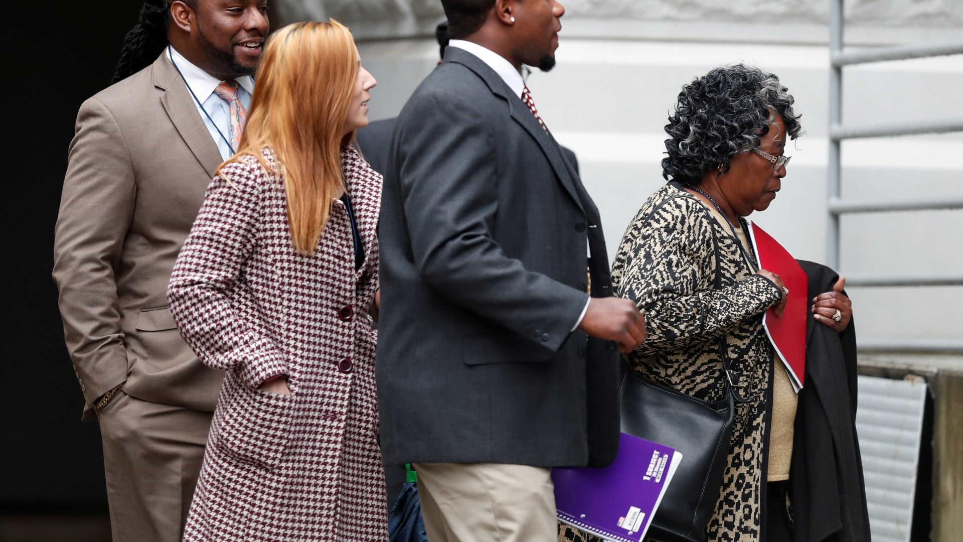 Vinte anos de prisão para ex-polícia que matou negro desarmado