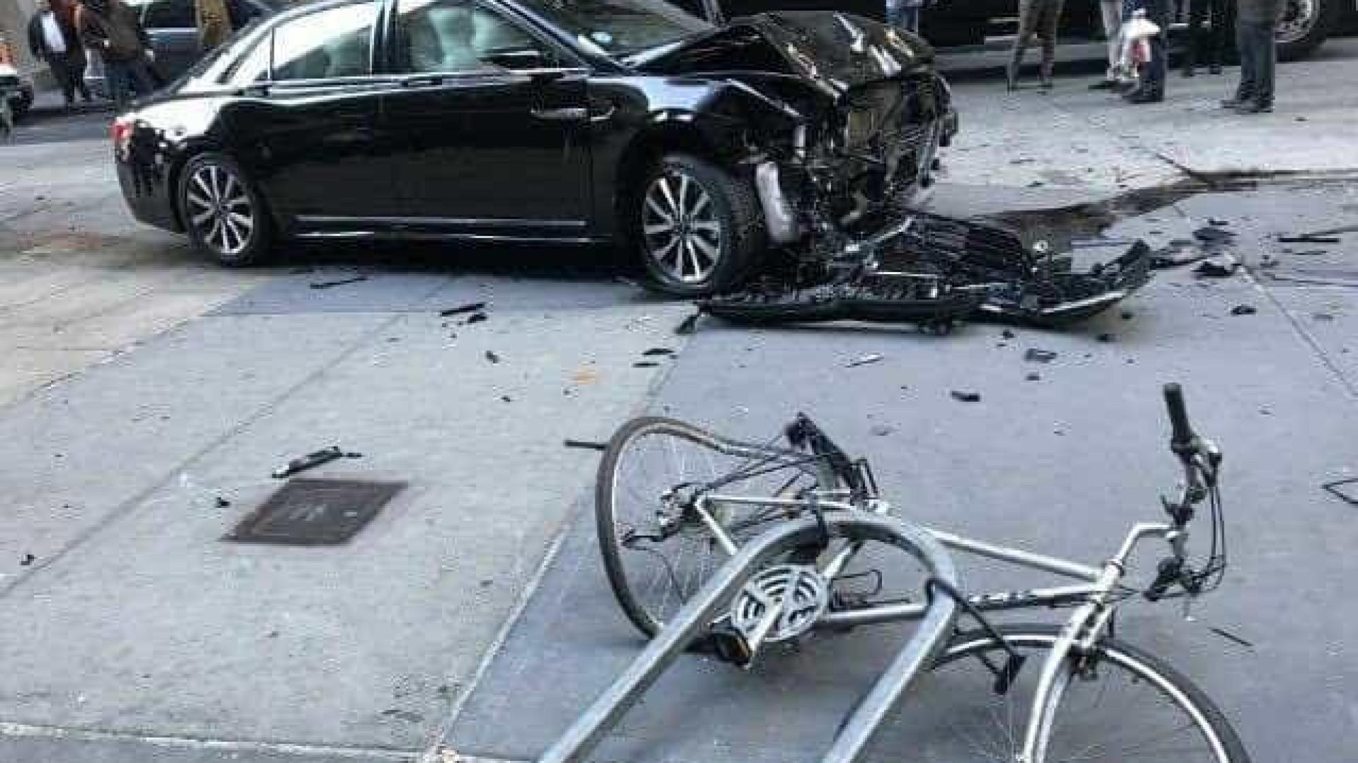 Carro galgou passeio e atropelou três pessoas em Manhattan
