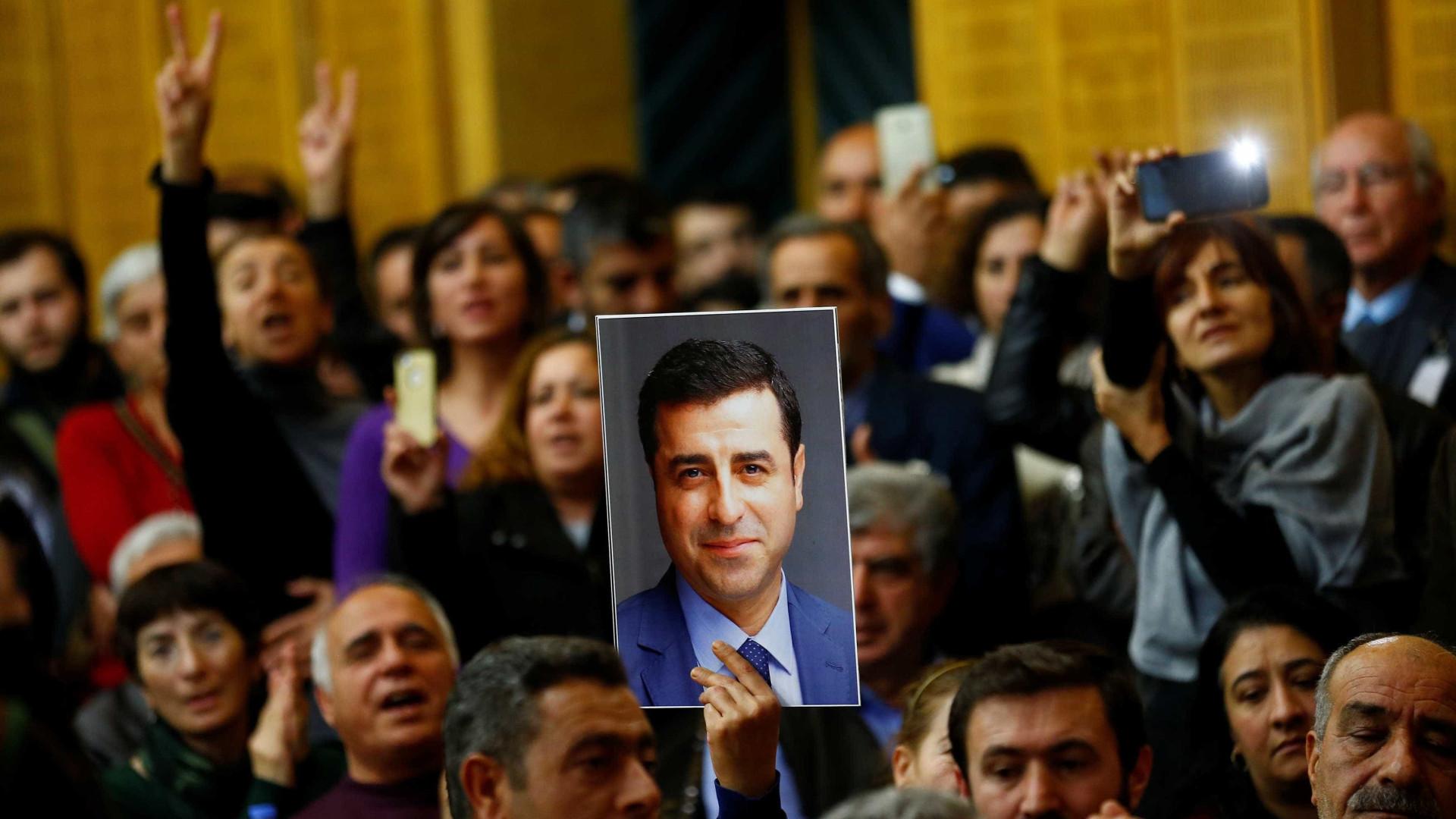 Tribunal turco mantém em prisão preventiva líder da esquerda pró-curda