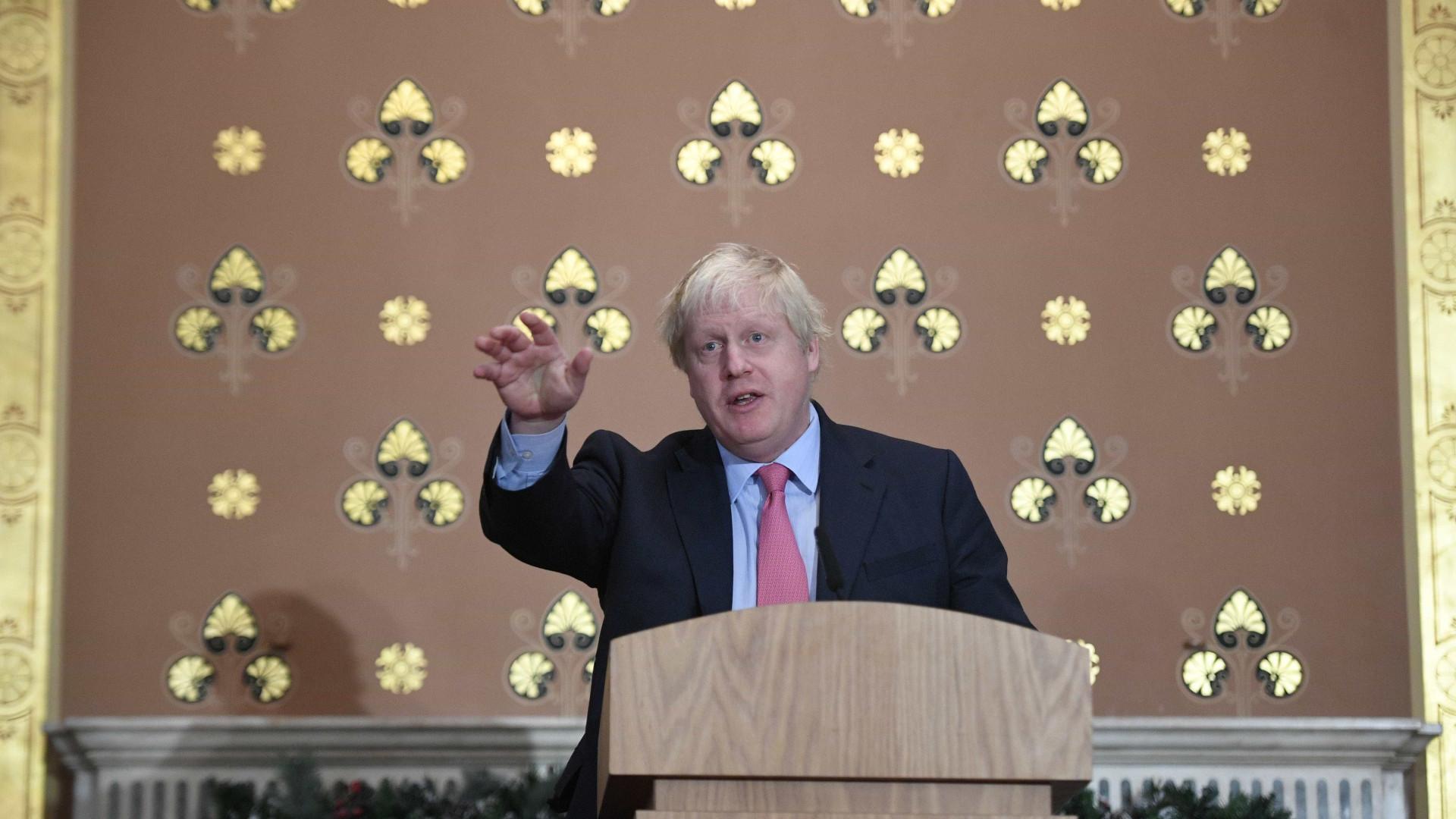 Boris Johnson vai ao Irão para tentar libertação de iraniano-britânica