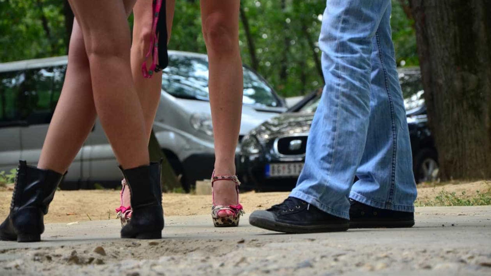 Famílias contra prostituição ameaçam expor fotos de clientes na internet