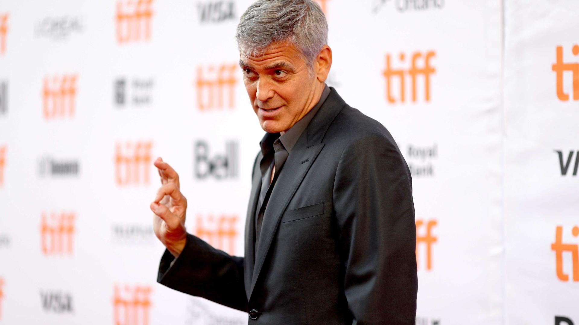 George Clooney deu 1 milhão de dólares a cada um dos melhores amigos