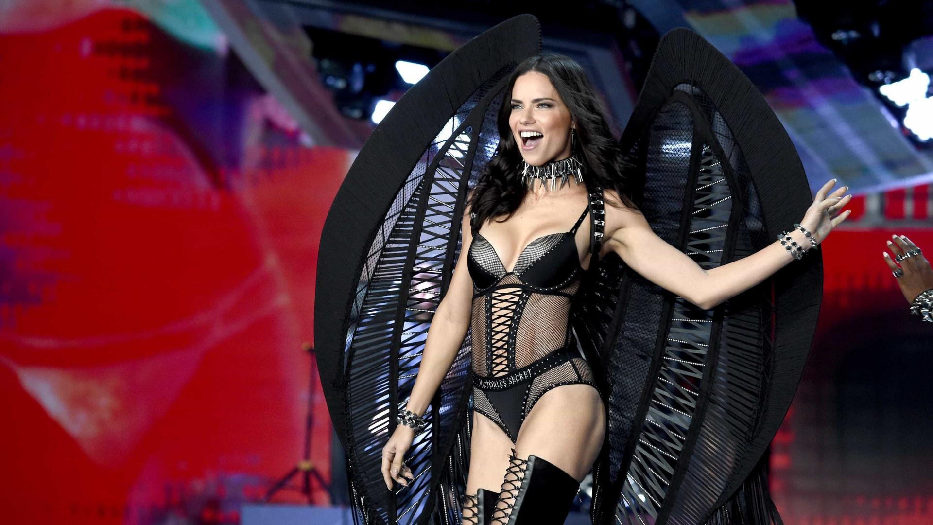 Não, não é desta que Adriana Lima abandona as asas