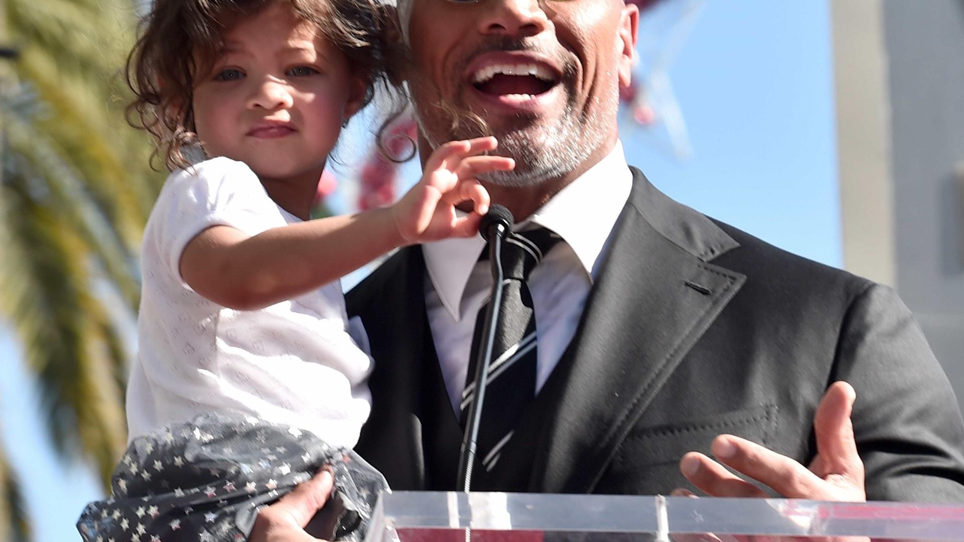 The Rock anuncia que será pai novamente em clique fofíssimo da filha
