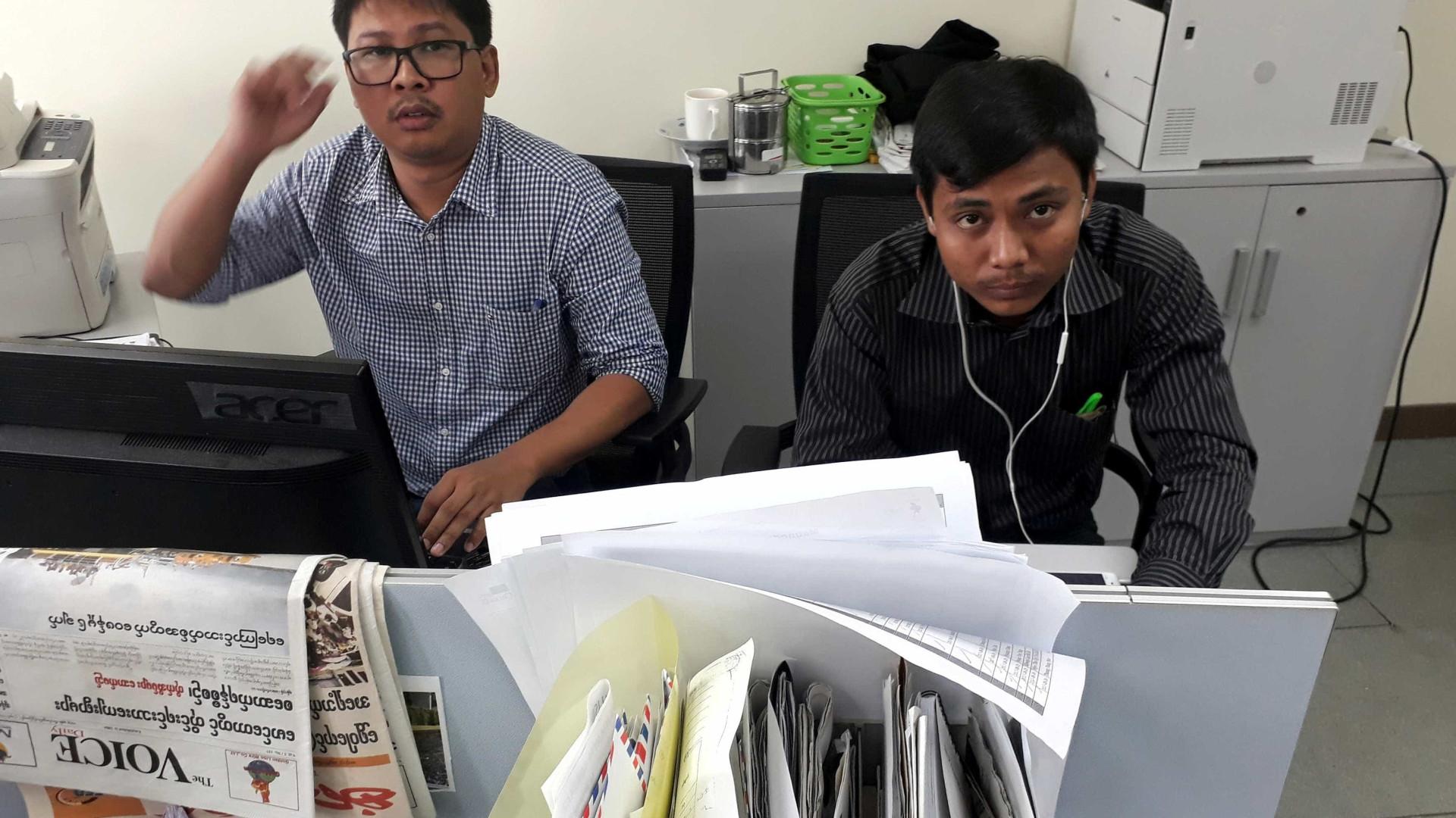 """Jornalistas da Reuters detidos por obterem """"documentos secretos"""""""