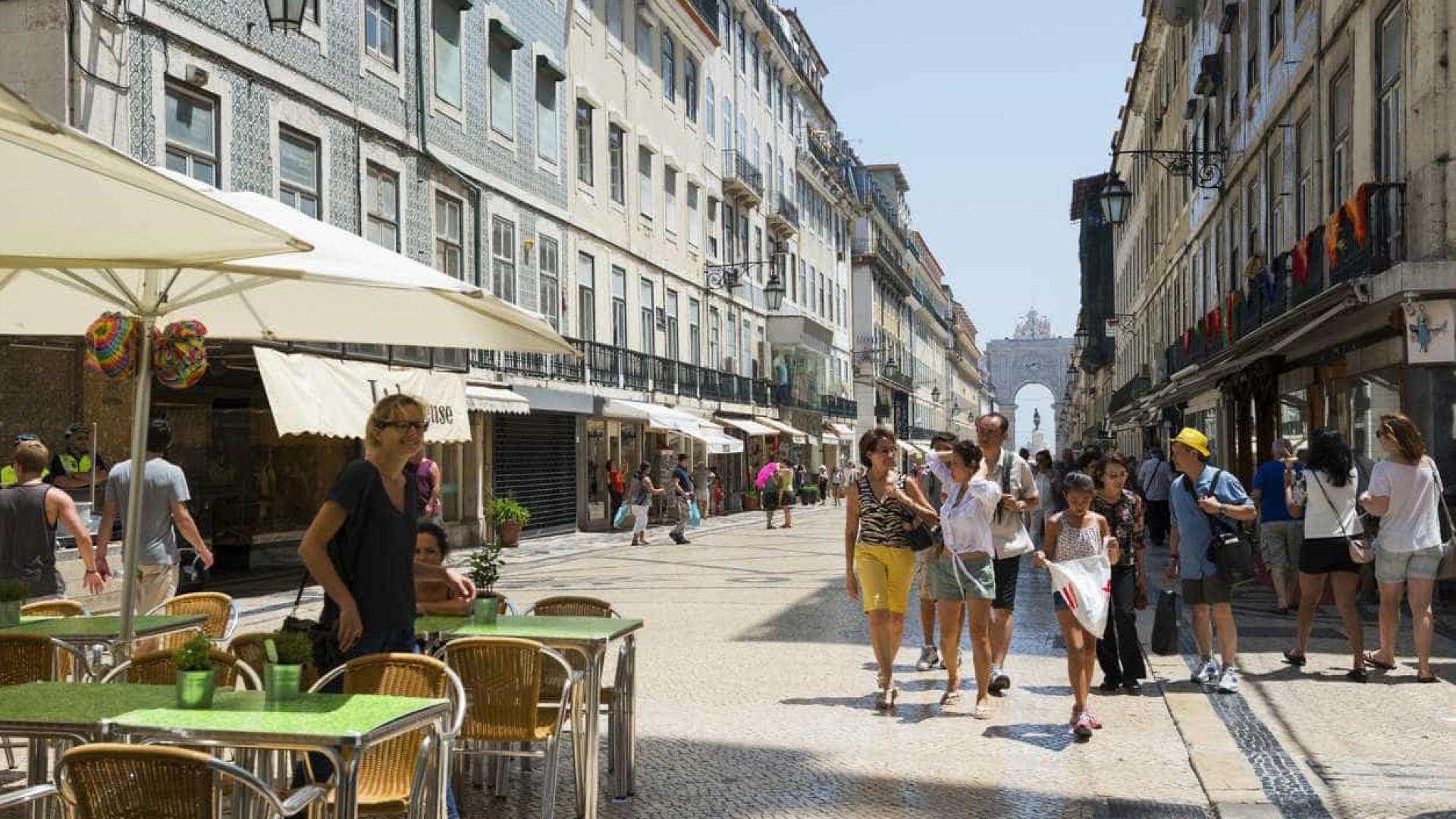 Economia portuguesa deverá desacelerar para 2,2% em 2018, diz a Bloomberg
