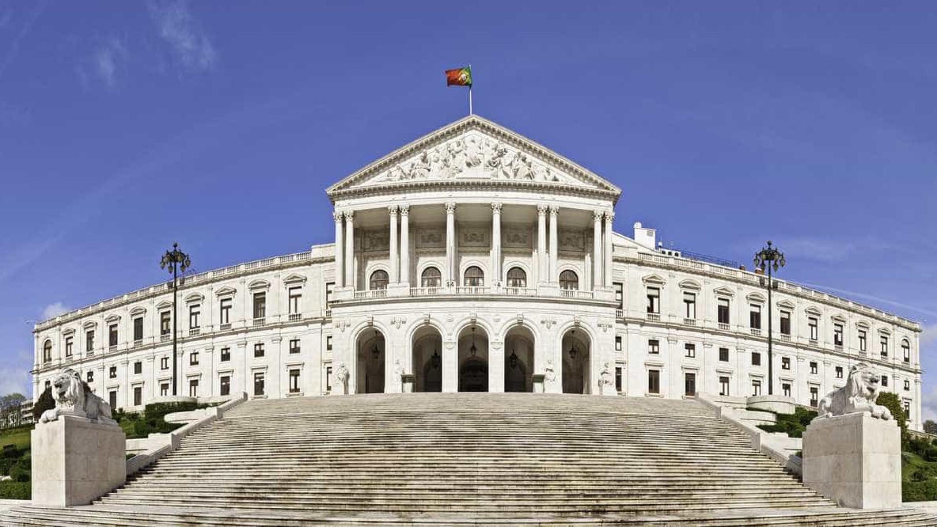 Parlamento discute recomendações para que CTT voltem à esfera do Estado