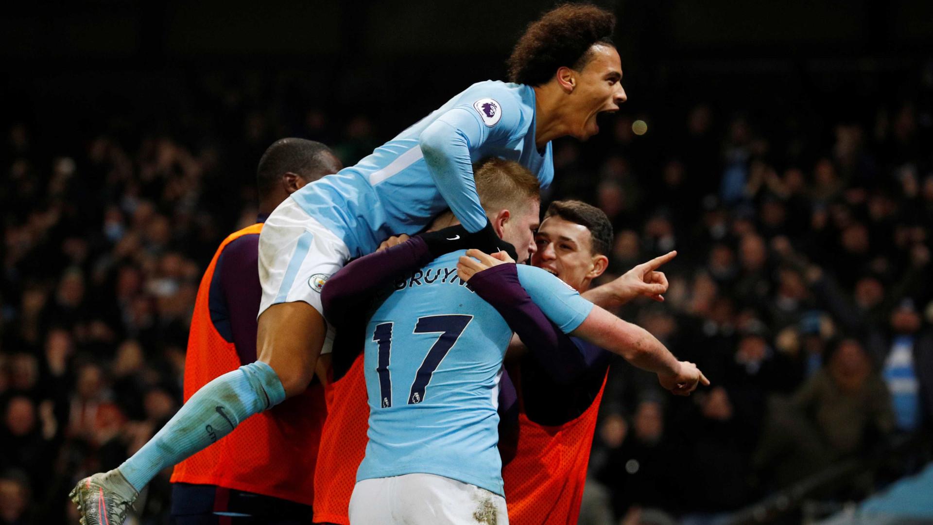 Jogadores do City festejam triunfo com 'farpa' a Mourinho e ao United
