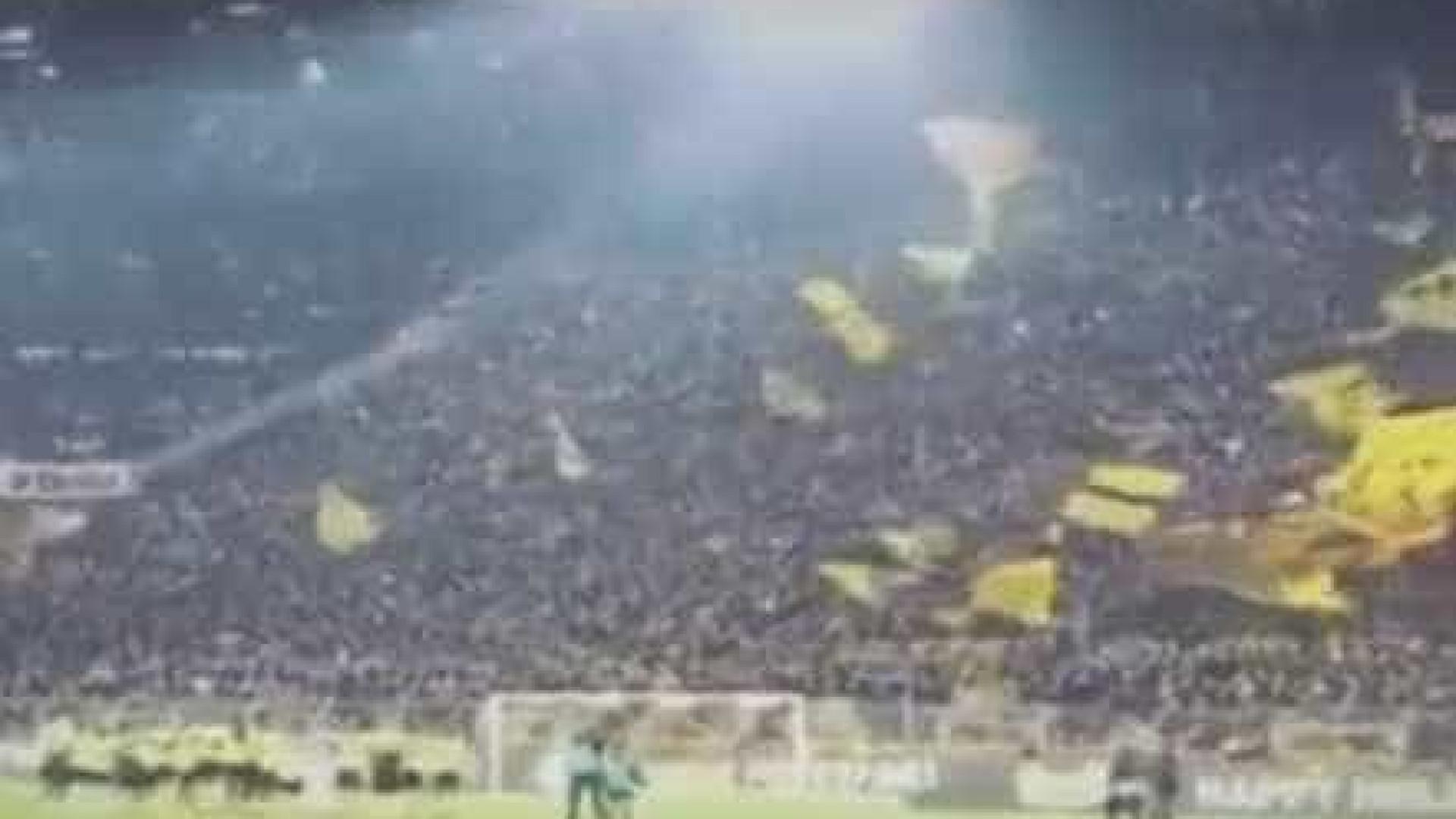 Adeptos e jogadores do Dortmund arrepiam com este Jingle Bells