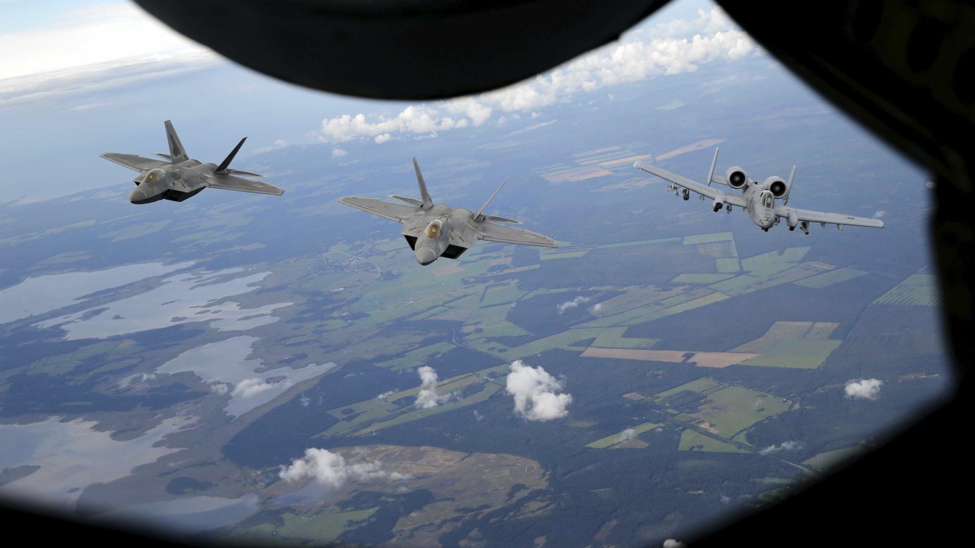 Tiros em base da Força Aérea britânica usada por norte-americanos