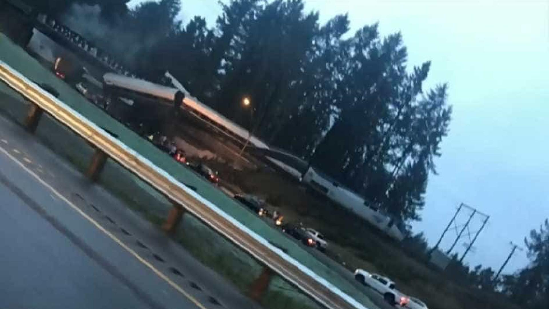 Comboio descarrilou e caiu sobre autoestrada no estado de Washington