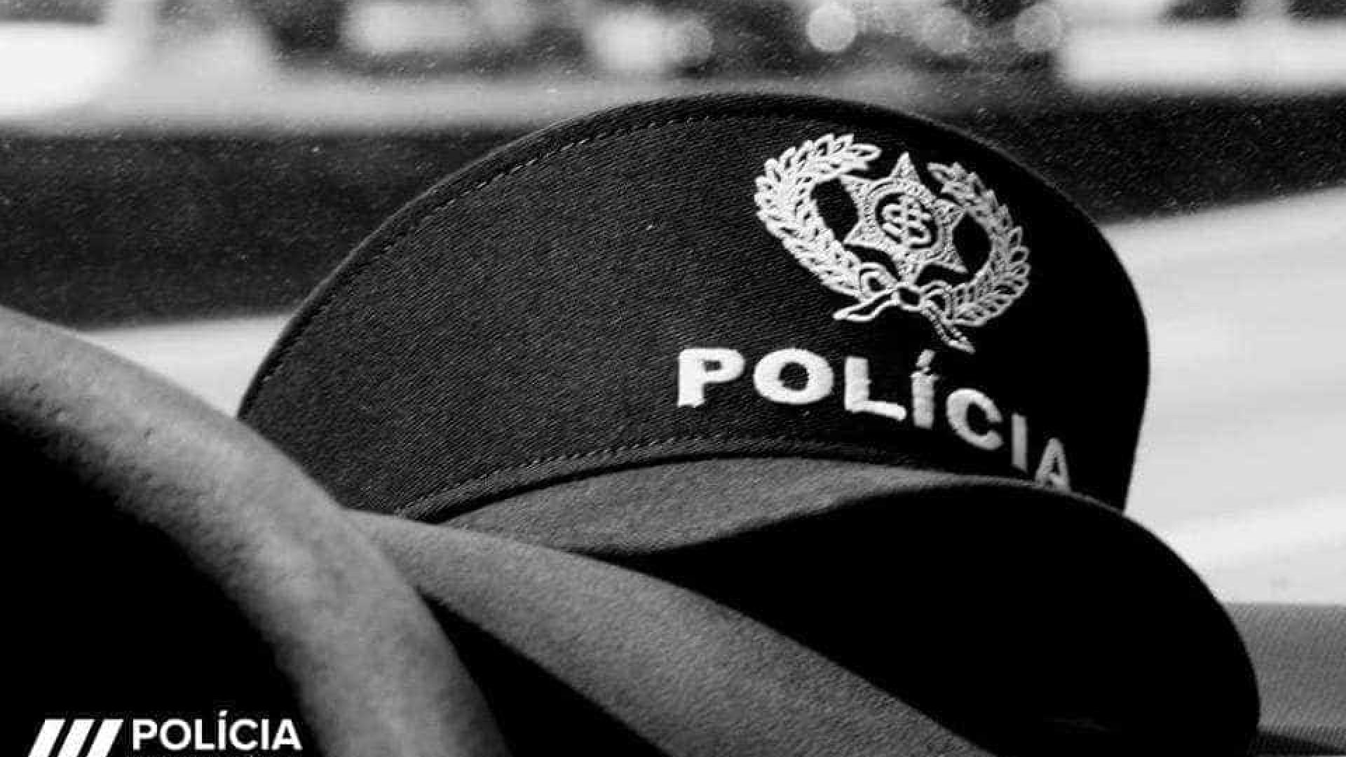Polícia suicida-se com arma de serviço. Vai ser pedida uma investigação