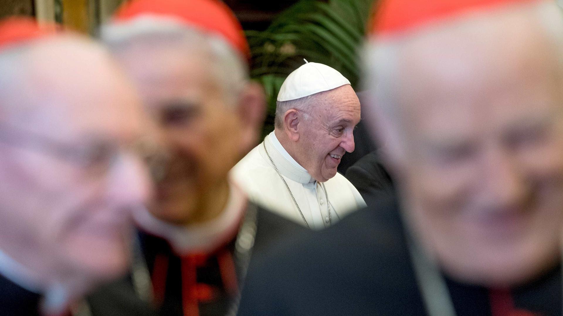 Papa torna obrigatória renúncia de bispos aos 75 anos