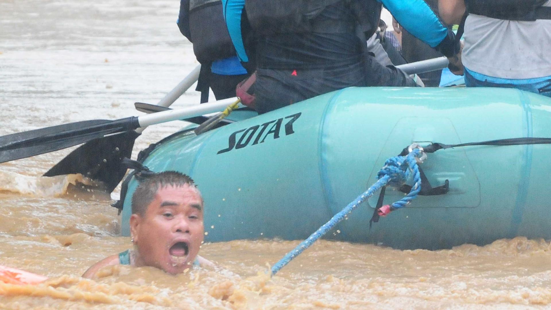 Imagens mostram luta nas Filipinas para sobreviver a tempestade