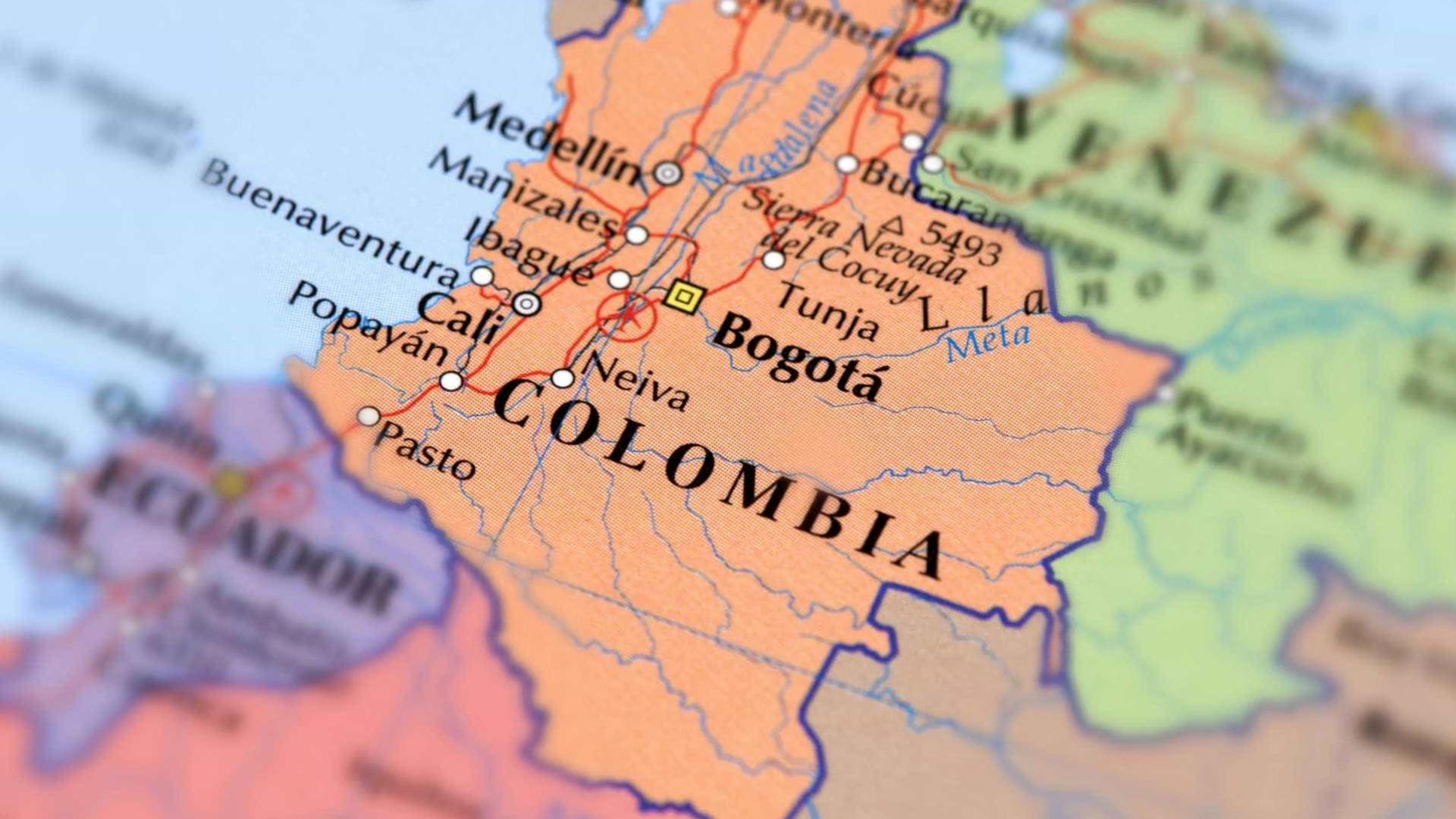 Sete mortos e três desaparecidos em queda de helicóptero na Colômbia