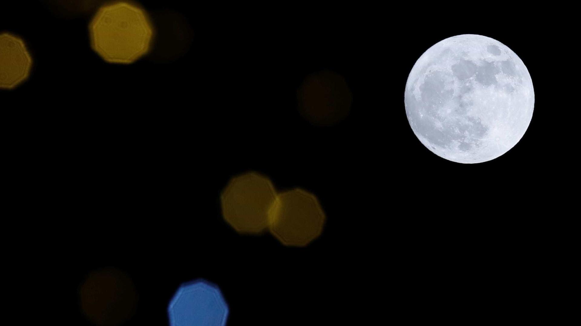 Quinta-feira pode ver a lua do miradouro da Ponte 25 de Abril. Saiba como