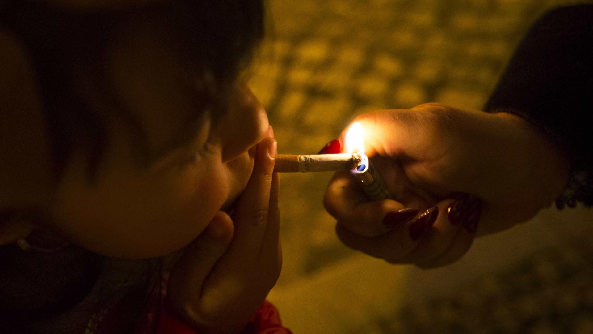 Aldeia portuguesa onde tradição põe miúdos a fumar é notícia lá fora